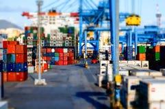Vista de una terminal de contenedores en el puerto de modelo del efecto de Génova Imagen de archivo libre de regalías
