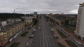 Vista de una torre tóxica Autumn Minsk City almacen de video