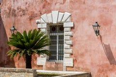 Vista de una ventana, Corfú, Grecia Imagen de archivo