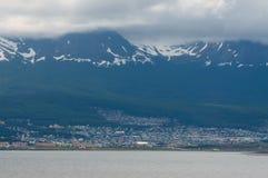 Vista de Ushuaia, Tierra del Fuego, la Argentina Fotos de archivo