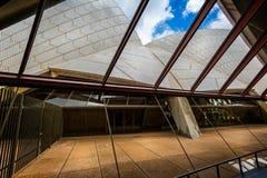 Vista de velas de Sydney Opera House do interior fotos de stock royalty free