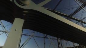 Vista de vigas en el puente de la calle de Smithfield metrajes