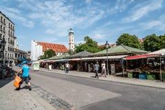 Vista de Viktualienmarkt al día soleado de verano imagenes de archivo
