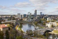 Vista de Vilnius do ponto culminante lithuania imagens de stock