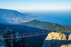 Vista de Yalta y de montañas crimeas Fotos de archivo