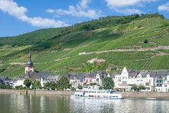 Vista de Zell, vale do rio de Mosel, Mosel, Alemanha Foto de Stock Royalty Free