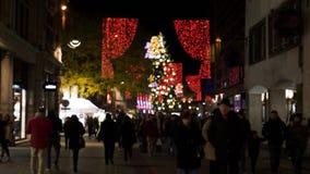 Vista Defocused del mercado de la Navidad en Francia metrajes