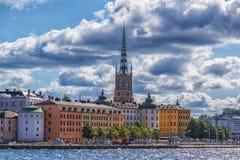 Vista degli edifici di Stoccolma con il cielo drammatico Fotografia Stock Libera da Diritti