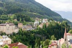 Vista degli hotel nel gastein austriaco di Male della stazione sciistica e della stazione termale Fotografie Stock Libere da Diritti
