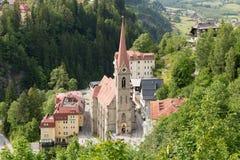 Vista degli hotel nel gastein austriaco di Male della stazione sciistica e della stazione termale Immagini Stock