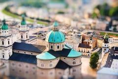 Vista dei DOM di Salzburger e della città nella sera, Salisburgo Immagini Stock Libere da Diritti