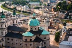 Vista dei DOM di Salzburger e della città nella sera, Salisburgo, Austria Fotografie Stock