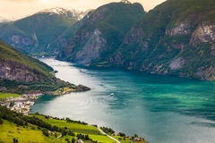Vista dei fiordi al punto di vista di Stegastein in Norvegia Fotografia Stock