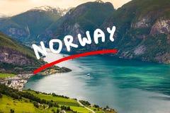 Vista dei fiordi al punto di vista di Stegastein in Norvegia Immagini Stock
