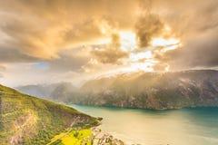 Vista dei fiordi e della valle di Aurland in Norvegia Immagini Stock