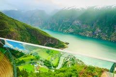 Vista dei fiordi e della valle di Aurland in Norvegia Immagine Stock