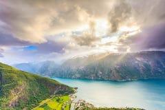 Vista dei fiordi e della valle di Aurland in Norvegia Fotografia Stock