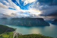 Vista dei fiordi e della valle di Aurland in Norvegia Fotografie Stock Libere da Diritti