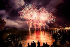 Vista dei fuochi d'artificio sul lago di polizia Fotografie Stock Libere da Diritti