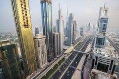 Vista dei grattacieli di Sheikh Zayed Road nel Dubai, UAE Immagine Stock