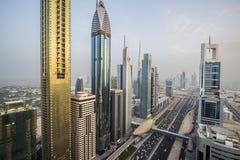 Vista dei grattacieli di Sheikh Zayed Road nel Dubai, UAE Fotografia Stock