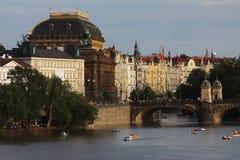 Vista dei monumenti dal fiume a Praga Fotografia Stock Libera da Diritti