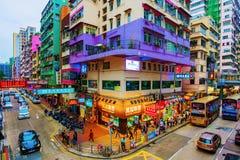 Vista dei negozi ed architettura in Mong Kok Immagini Stock Libere da Diritti