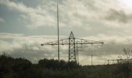 Vista dei pali di elettricità fotografie stock libere da diritti