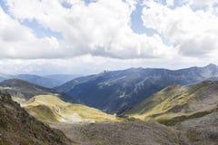 Vista dei picchi di montagna nel Tirolo, Austria. Fotografia Stock