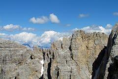 Vista dei picchi rocciosi delle alpi della dolomia bella Immagini Stock Libere da Diritti