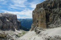 Vista dei picchi rocciosi delle alpi della dolomia bella Immagine Stock