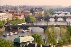 Vista dei ponti un giorno soleggiato di aprile, Praga di Praga Repubblica ceca Fotografia Stock