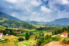 Vista dei terrazzi del riso e del villaggio agli altopiani PA del Sa, Vietnam Immagini Stock Libere da Diritti