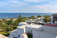 Vista dei tetti bianchi in Stromboli immagine stock libera da diritti