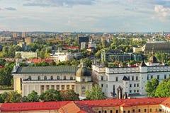 Vista dei tetti del quadrato della cattedrale in vecchia città di Vilnius Fotografia Stock