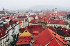 Vista dei tetti rossi a Praga Fotografia Stock Libera da Diritti
