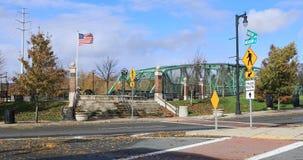 Vista del área de los puentes en Westfield, Massachusetts 4K almacen de metraje de vídeo
