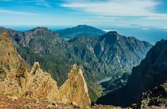 Vista del área vocanic de Taburiente de la caldera Imagen de archivo libre de regalías