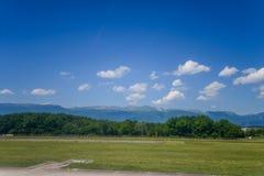 Vista del aeropuerto de Ginebra, Suiza Fotos de archivo libres de regalías