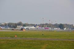 Vista del aeropuerto de Okecie en Varsovia Imagen de archivo libre de regalías