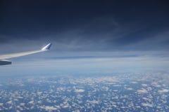 Vista del ala del avión de reacción Fotografía de archivo