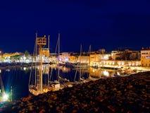 Vista del alghero en la noche Una ciudad hermosa vibrante Cerdeña, Italia Fotos de archivo libres de regalías