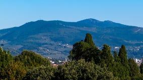 Vista del Apennines cerca de Florencia, Italia foto de archivo