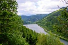 Vista del bacino idrico più basso della centrale idroelettrica di pompaggio in repubblica Ceca Fotografia Stock Libera da Diritti