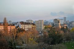 Vista del balcone delle costruzioni nel centro di Sofia, Bulgaria fotografie stock libere da diritti