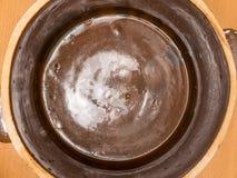 Vista del barattolo dell'argilla di Brown da sopra Immagine Stock Libera da Diritti