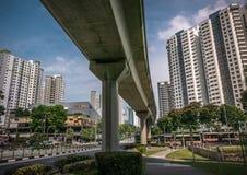 Vista del bivio dell'incrocio della ferrovia di LRT in un distretto residenziale di Bukit Panjang Fotografia Stock