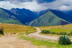 Vista del bordo della strada nella valle sacra delle inche Immagine Stock