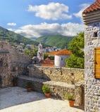 Vista del Budva de la plataforma de observación de la fortaleza de t Fotos de archivo
