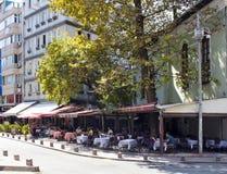Vista del caffè famoso nella vicinanza di Cihangir Immagine Stock